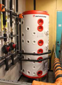 Heat is stored in a 500-liter tank.